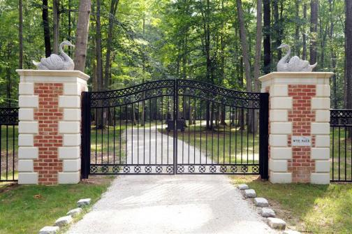 http://www.thegatz.com/product_images/s/159/Large_Driveway_Estate_Gate_and_Marble_Column_Entry_29.6_feet_wide_50_03218_52__94554.jpg